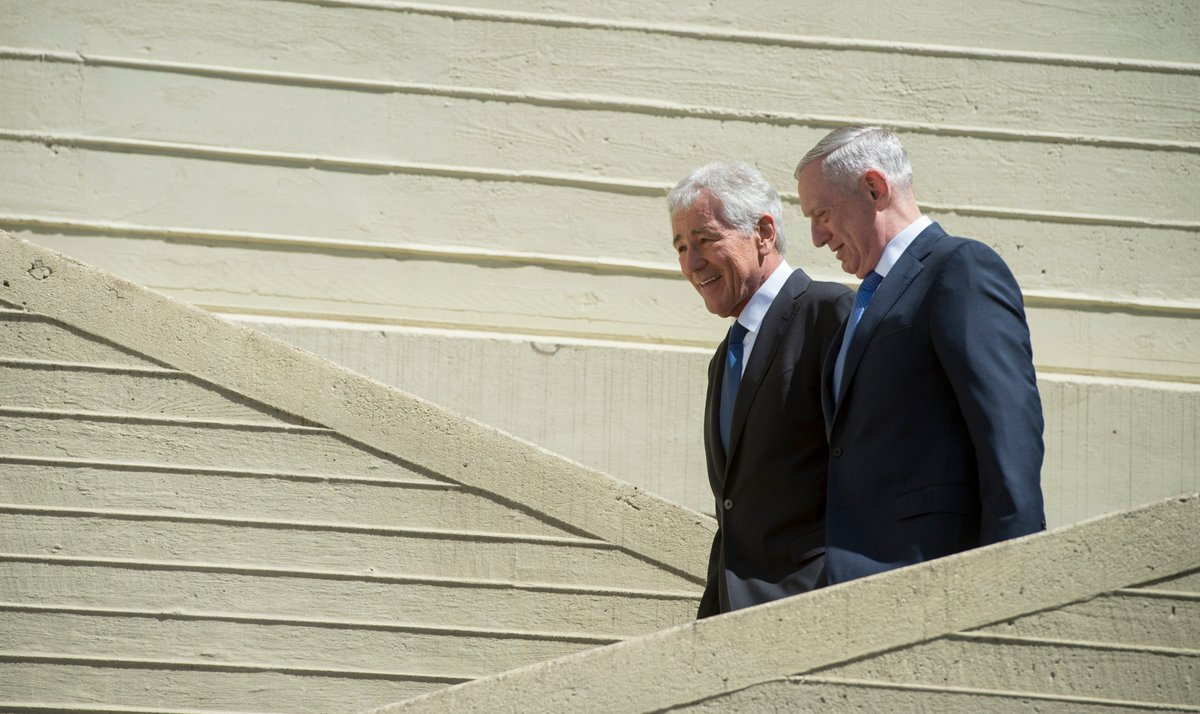 #SecDef Mattis praised former secretary Chuck Hagel for putting service above self during Hagel&#39;s portrait unveiling at the Pentagon today. <br>http://pic.twitter.com/d6jCNJuvPn
