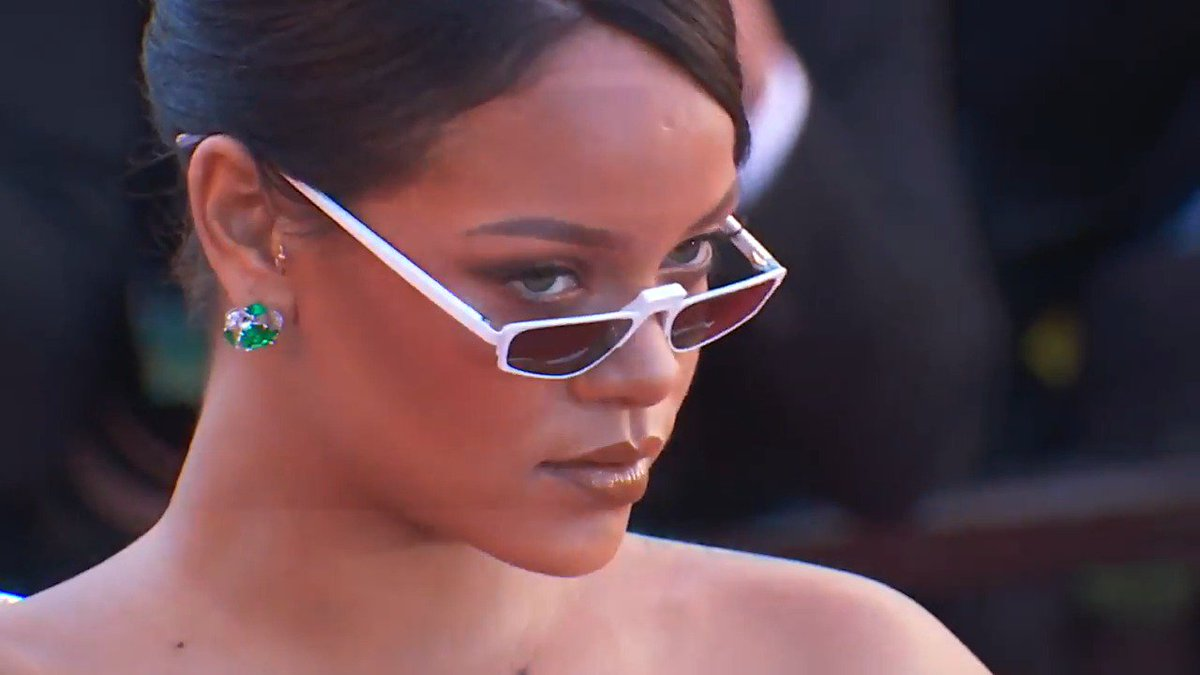 #Cannes2017 #Cannes70 - @rihanna, diamant brut sur les marches.