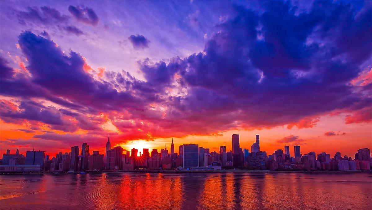 Manhattan Skyline by @isardasorensen #newyork #nyc<br>http://pic.twitter.com/7PWvoPiftb