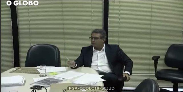 Temer recebeu R$ 15 milhões para distribuir a aliados, diz diretor da JBS. https://t.co/U50htlVdP2