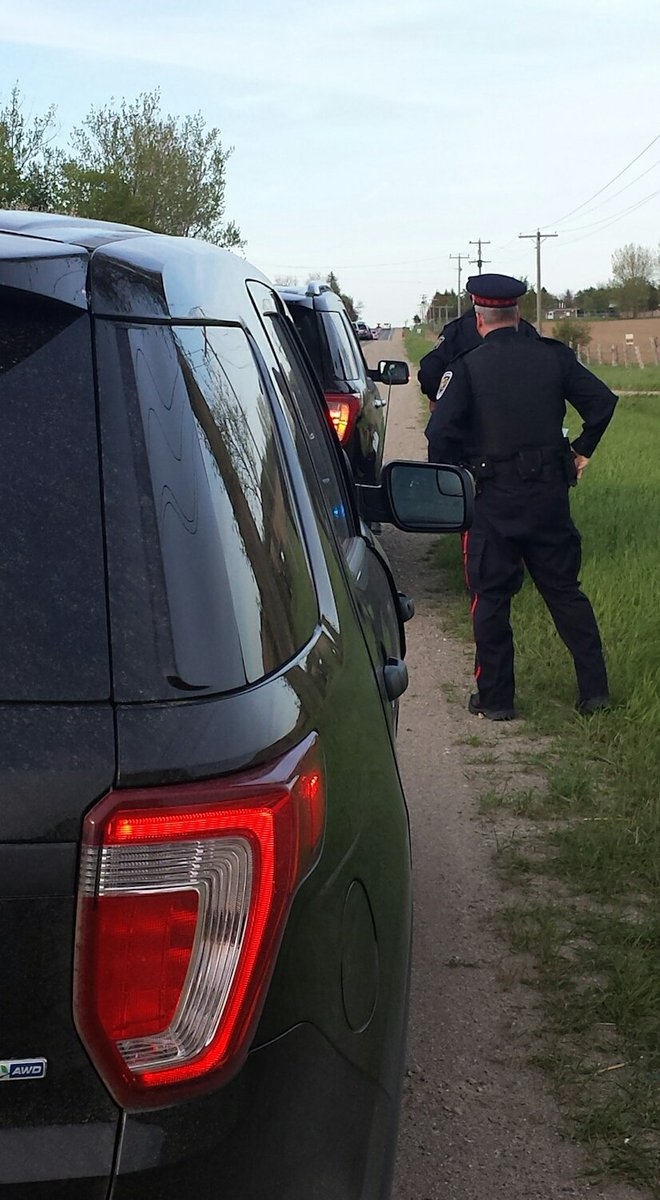 Our @SSPAuxiliary officers ride along and provide a second set of eyes. Aux PC Gardiner helps PC Black on a traffic stop. #PoliceWeekON <br>http://pic.twitter.com/fsDZlf3zEX