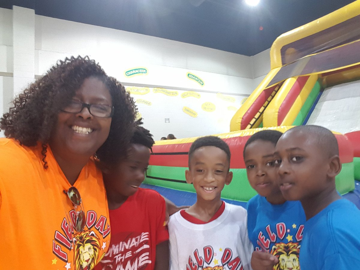 Field Day with my kiddos = much love!! They had a ball and the teachers enjoyed it almost as much. LOES did that #NCSSBETHEBEST  #LIVEOAK <br>http://pic.twitter.com/B1yL2K0oBA &ndash; à Live Oak Elementry