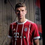 Uli Hoeneß zuckt sicher immer kurz zusammen, wenn er das neue Bayern-Trikot sieht.