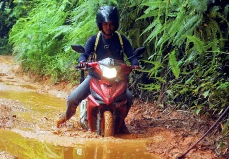 Malaysians donate RM10k in two days to buy rural teacher a scrambler bike https://t.co/pSb2rjVUJh https://t.co/E0zmUIAV7x