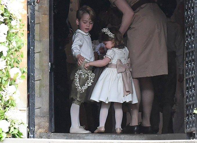 0c7edc814657 Γάμος Πίπα Μίντλετον  Το πρώτο φιλί! Φρενίτιδα για τον γάμο της ...