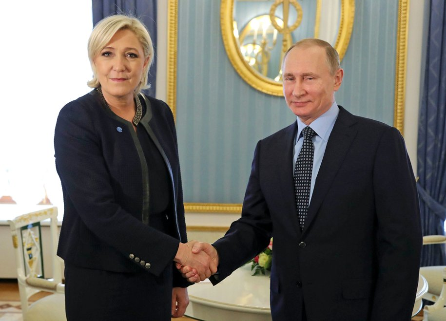 A Picture Is Worth A 100 Words Impeach Trump Before He Destroys France #MakeAGoodMorningGREAT #MakeAmericaGreatAgain #LePen #MacronLeaks<br>http://pic.twitter.com/pDtjFj6Y8S