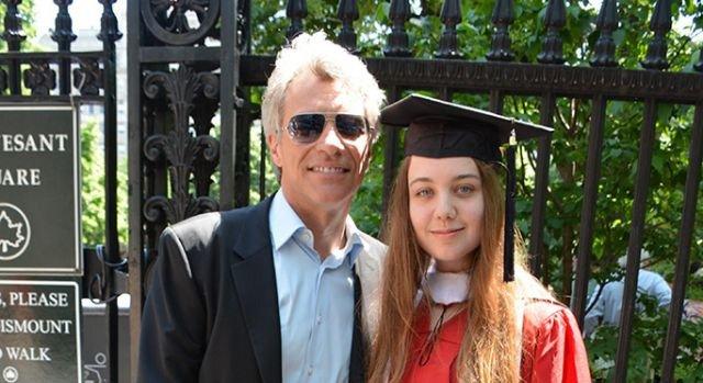 Jon Bon Jovi : Jon Bon Jovi celebrates daughter college
