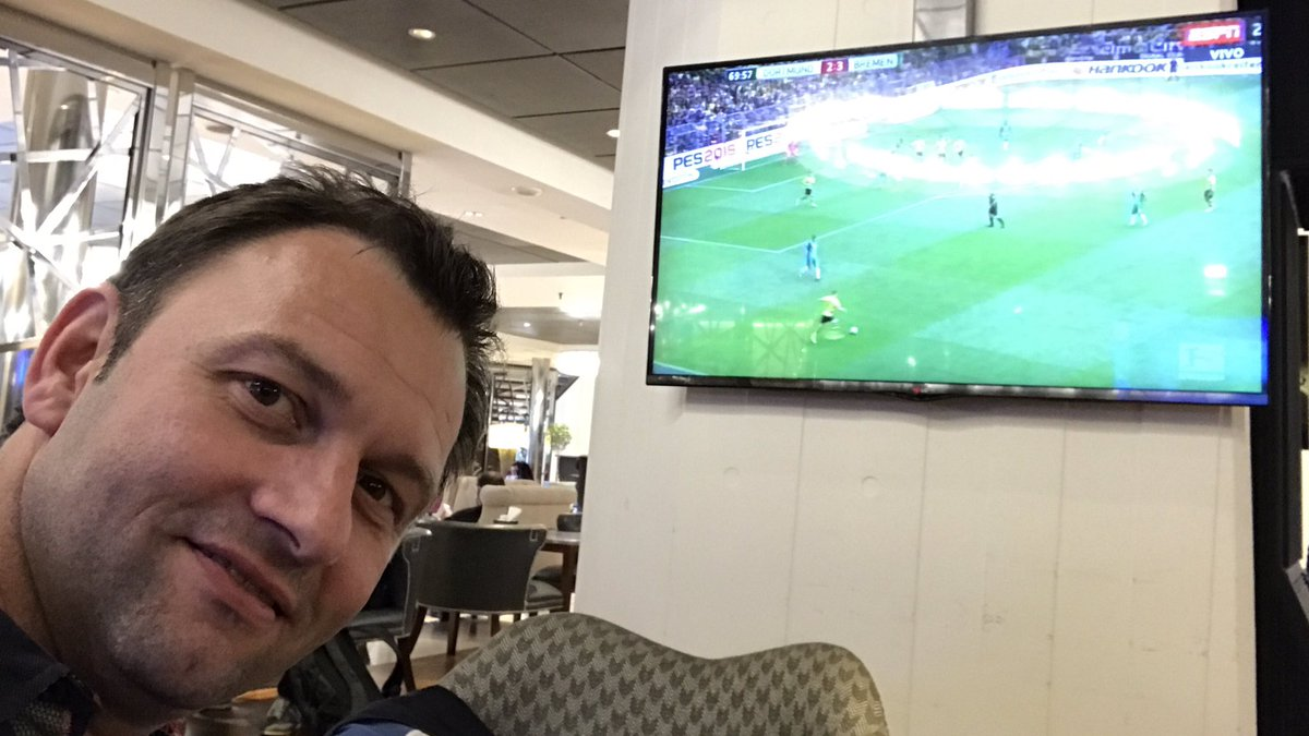Just arrived from Germany in Buenos Aires and can now watch my favourite team #BVB09 @BVB on TV in the hotel lobby. Thanks! #BUNDESLIGAxESPN<br>http://pic.twitter.com/M0CETMoeRj