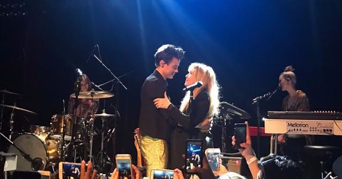 Harry Styles and Stevie Nicks perform the emotional 'Landslide' duet of your…  http:// dlvr.it/PBnKNF      #Watercooler #Harry_Styles #tech #newspic.twitter.com/xoY5cEmElQ