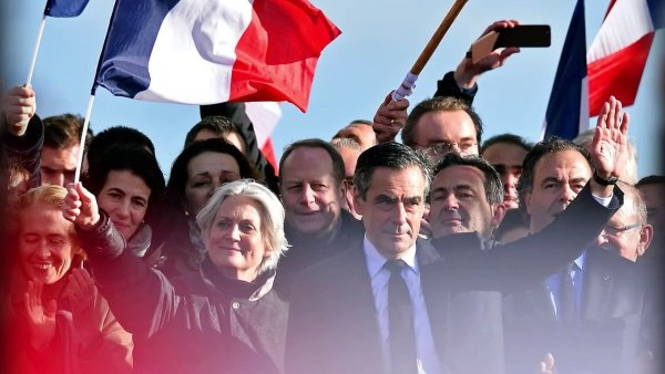François Fillon : sa nouvelle vie dévoilée  https:// actudirect.com/?p=1076613     #FrancoisFillon pic.twitter.com/p3grEmG7MO