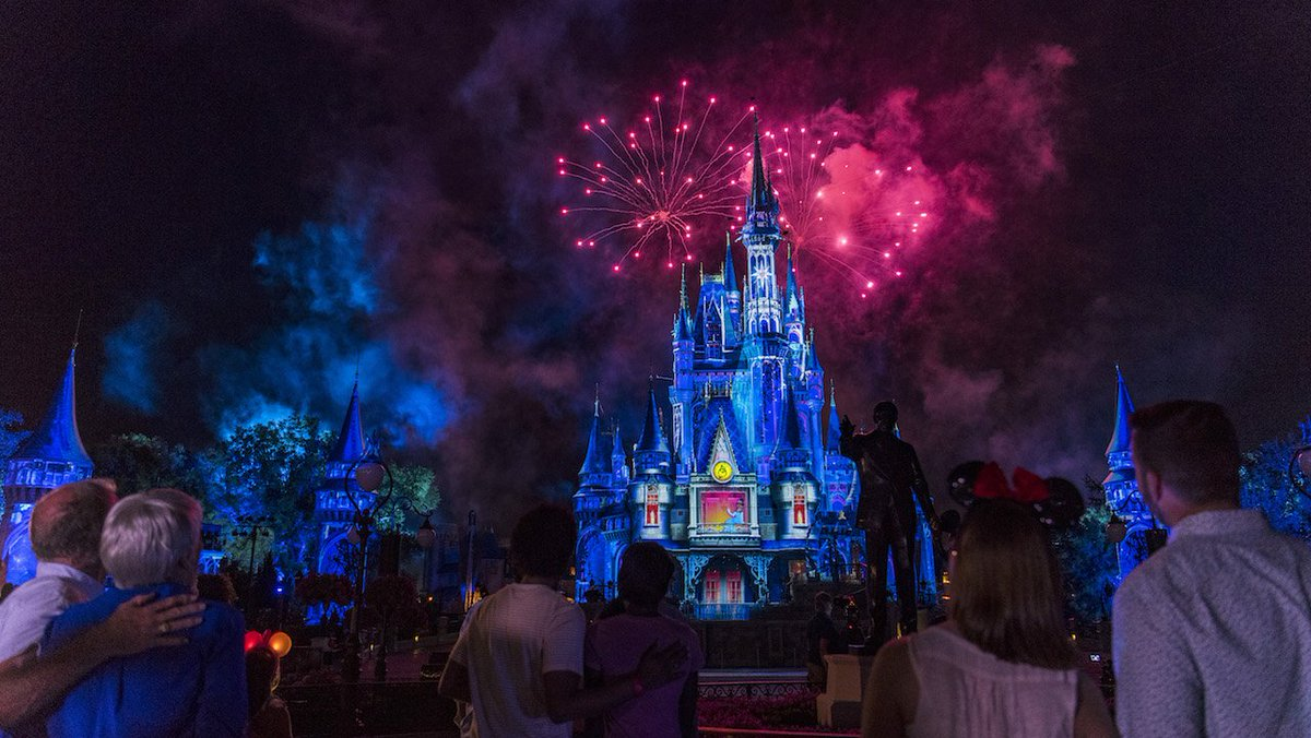 This Week in Disney Parks Photos: A 'Happily Ever After' Meet-Up https://t.co/aI9TisQWvx via @DisneyParks https://t.co/33fjYYF78M