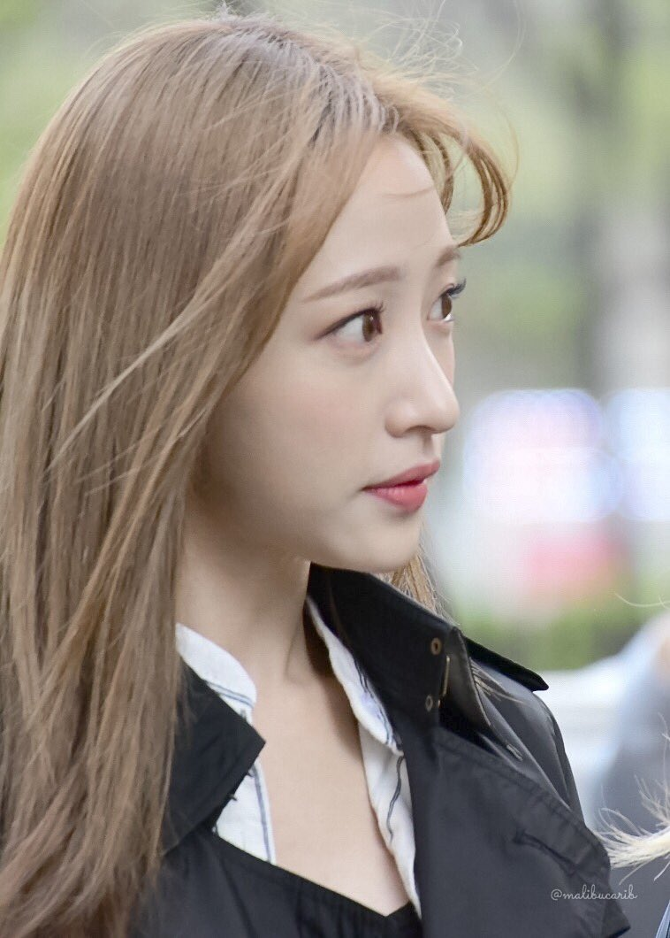170414 #Hani on the way to Music Bank  #EXID #하니 #ハニ #이엑스아이디 @EXIDofficial<br>http://pic.twitter.com/Pb6vvdgDoB