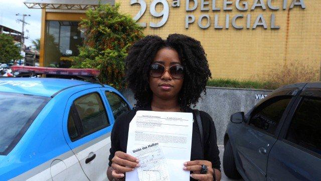 jovem negra acusada injustamente por furtar um casaco que era seu, saiu da delegacia como acusada https://t.co/kHXcAbdNdU  #geledes #racismo