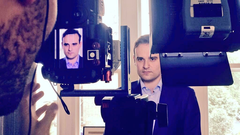 Coming soon... #legislatives2017 #jevotele4juin #enmarche<br>http://pic.twitter.com/LEbl7cAMmB