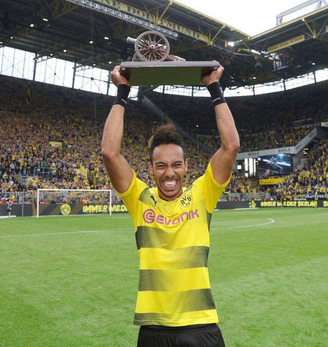 Bundesliga Leading Goal Scorer  What a season for Aubameyang!! #bvb #bvbsvw #auba<br>http://pic.twitter.com/ZSD3LxR1Aw