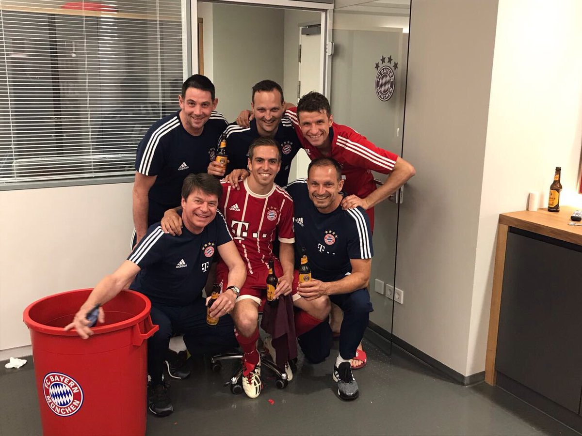#meistershot with @philipplahm and our physio team #fcbayern #MiaSanMi...