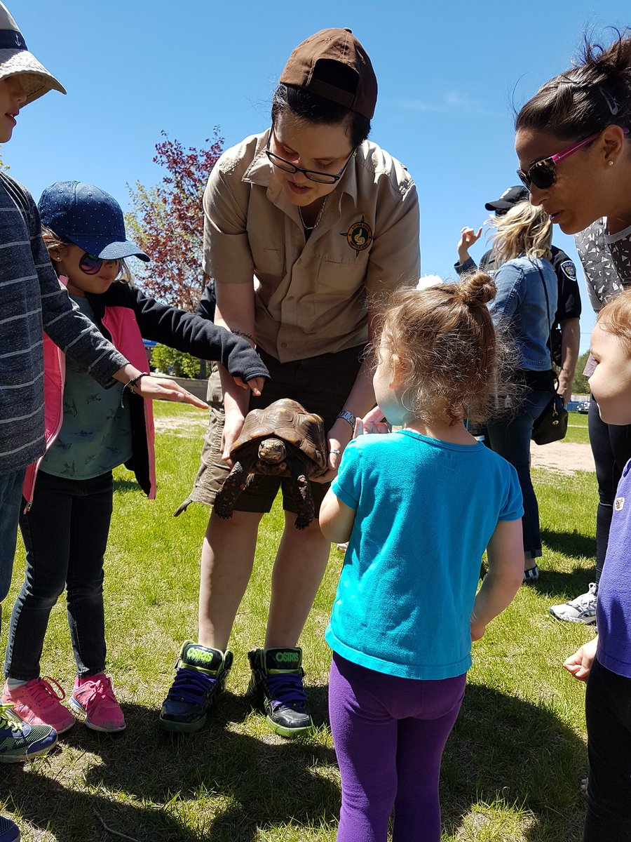 Kids are enthralled by @raysreptiles at @OttawaPolice #PoliceWeekON <br>http://pic.twitter.com/wYG2AJYxUh
