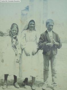 Children of Fatima, #pray4us! @Catholic_Notes #saint @Pontifex<br>http://pic.twitter.com/vtsgQaGYgN