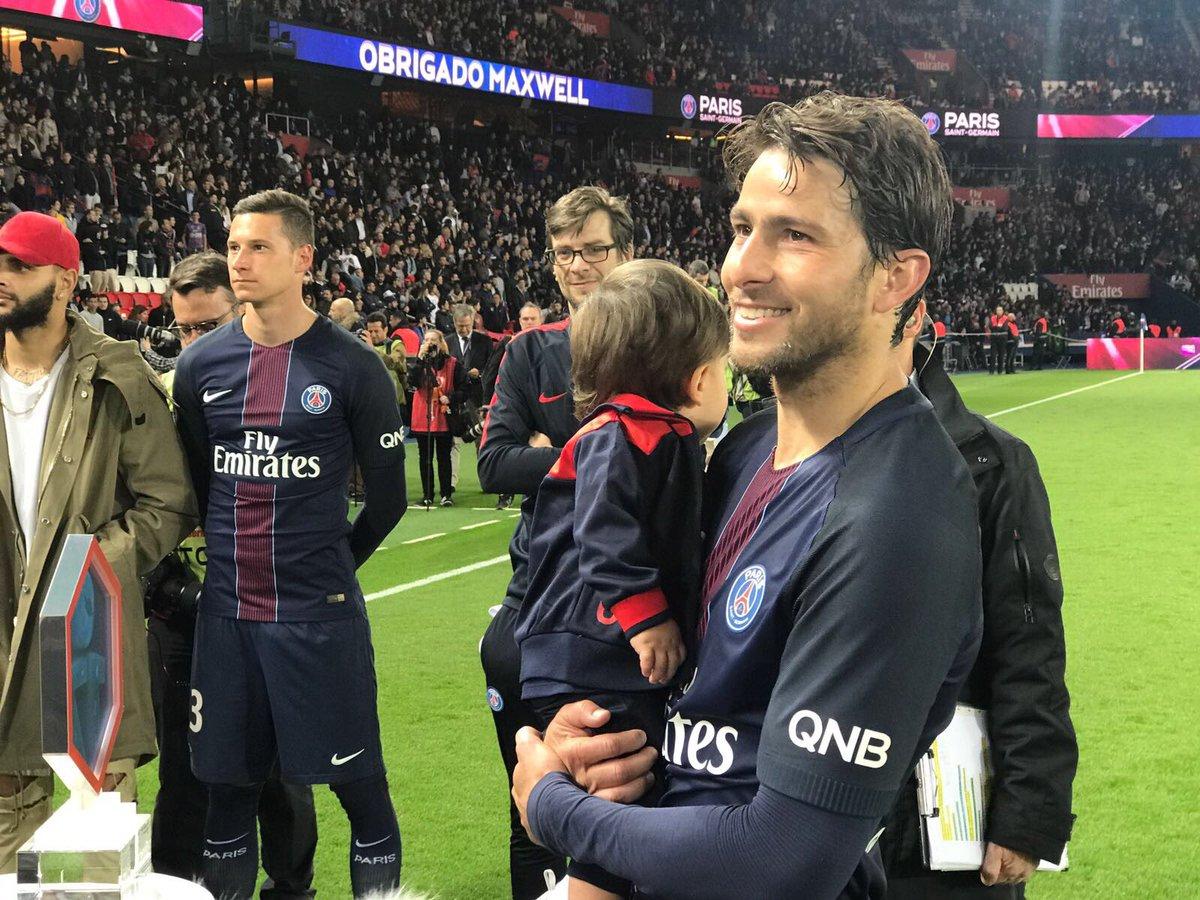 He&#39;s graced the Parc des Princes pitch for the last time...   #MerciMaxwell #PSGSMC<br>http://pic.twitter.com/VtncdsvySL