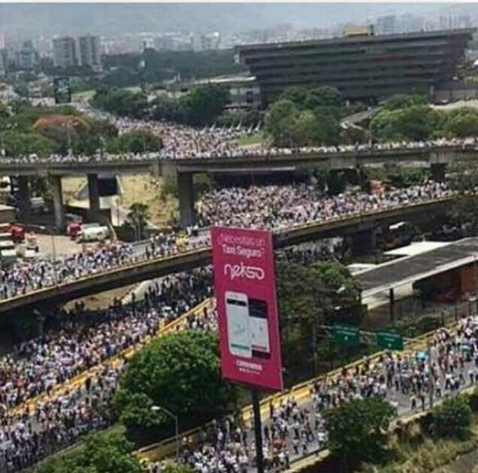 No signs of stopping. Protest in #Venezuela today is largest march in 50days of protest #speak4vzla @globeandmail @globalnews @globalnewsto<br>http://pic.twitter.com/NGPkFEHIve