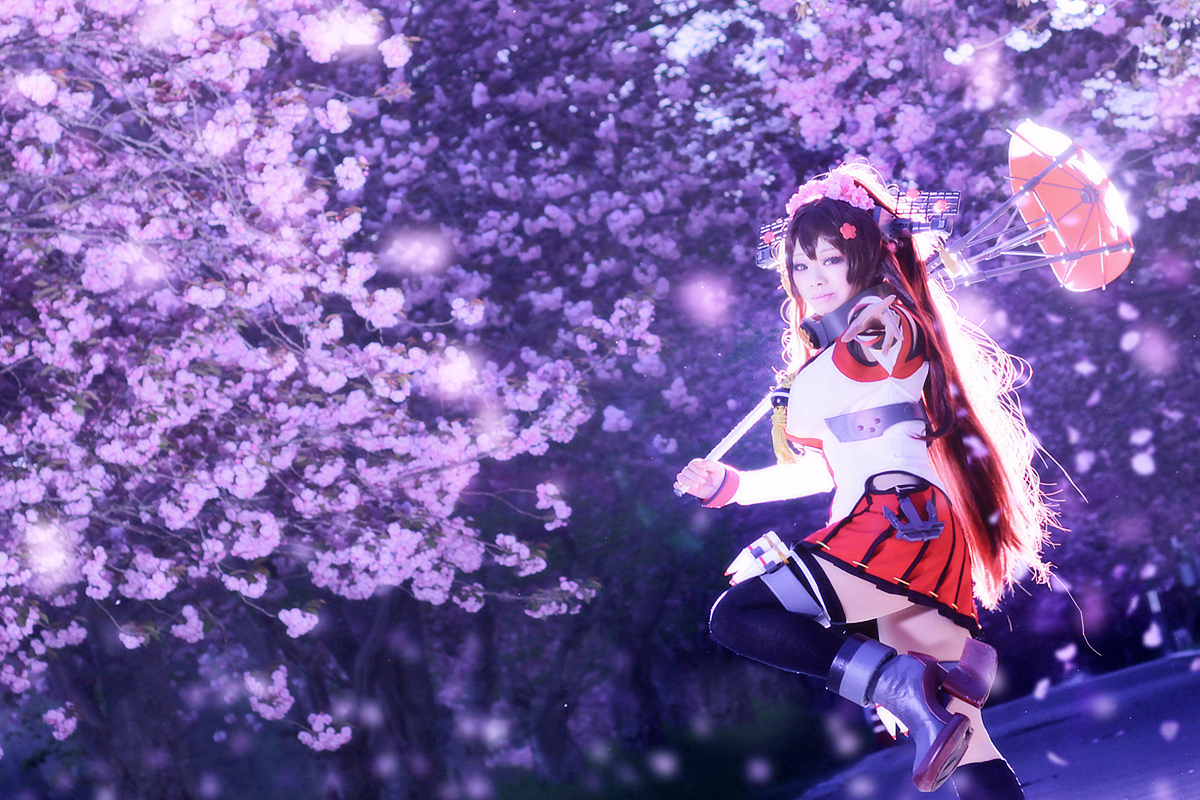 """【コスプレ】艦隊これくしょん-艦これ-  """"今、その背中に何を想う?""""  大和型戦艦一番艦大和/壱子 お写真:サチコさん(@sachiko1108)  二度目の大和やってきたー!沢山撮影して頂いて嬉しい♡まずは夜桜。"""