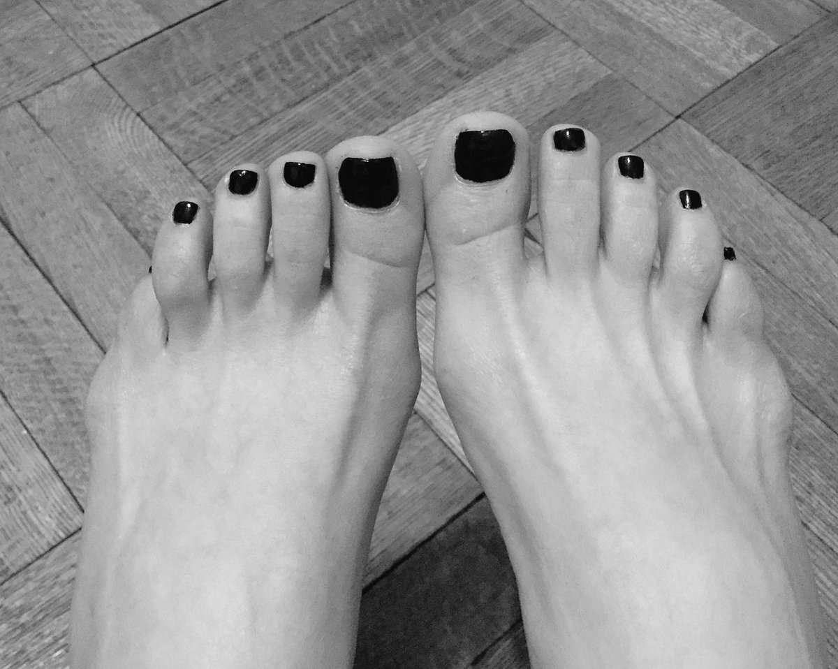 Too busy to get a #pedicure Had to to it myself-inexcusable. Can you guess what color? #foot #fetish #toes <br>http://pic.twitter.com/juz9PJrZFE