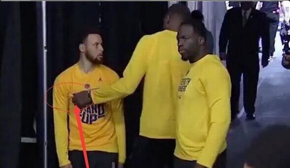 【影片】基情四射!杜蘭特賽前疑似對Curry使出「抓奶龍爪手」