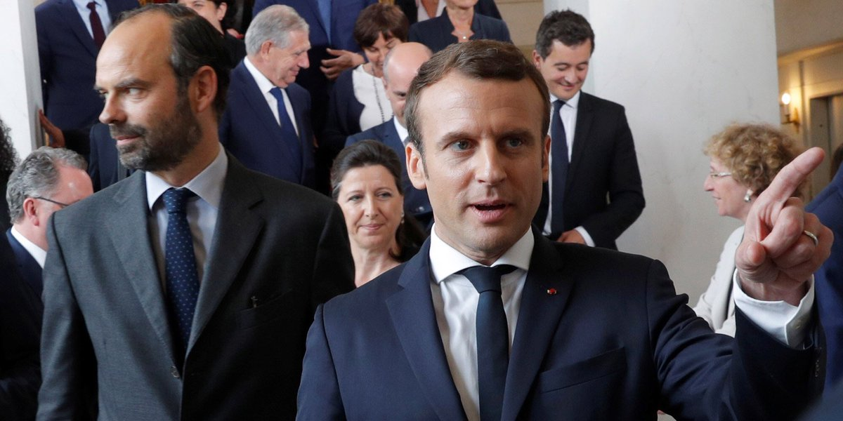 Premier baromètre #JDD du quinquennat :  > Macron à 62%  (Hollande à 61% en 2012) > Philippe à 55% (Ayrault à 65%) https://t.co/P0OfUFxyPI