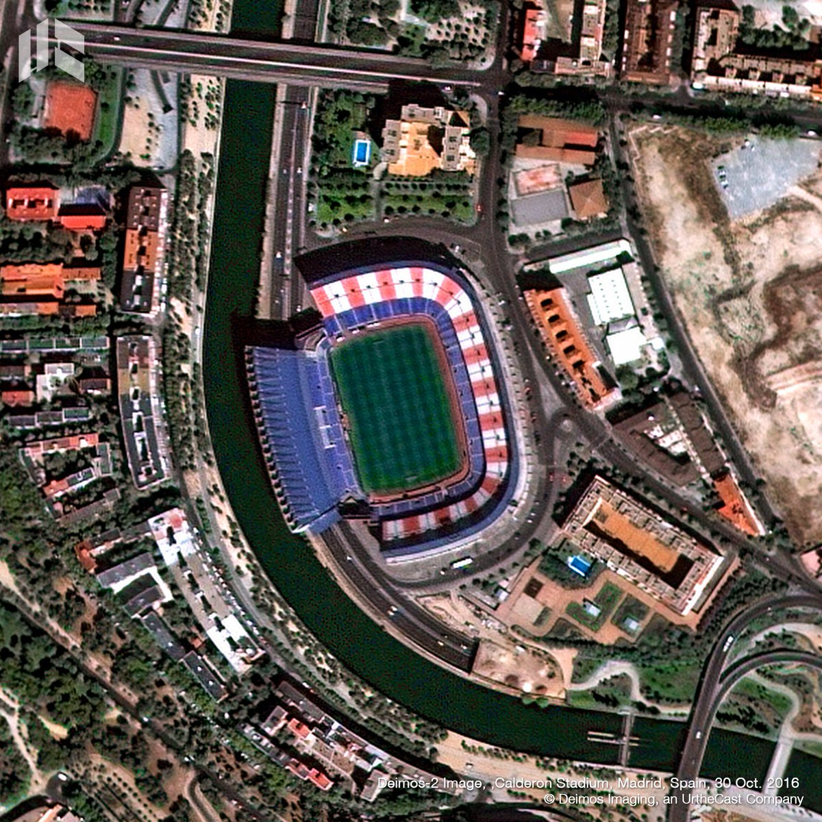 All set for @Atleti's final game at #Calderón today! This is how this historic stadium looks like from space! #DEIMOS2 #HastaSiempreCalderón<br>http://pic.twitter.com/8bg814z0Os