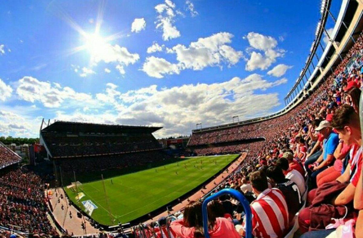 Last match of La liga and in Calderon  #AupaAtleti #AtletiAthletic #nuncadejesdecreer #VicenteCalderon<br>http://pic.twitter.com/HZIeI1Unra