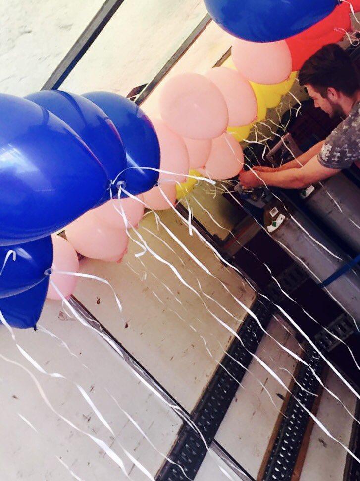 Zojuist de #heliumballonnen verzorgd voor de hazen van de @LeidenMarathon succes allemaal vandaag