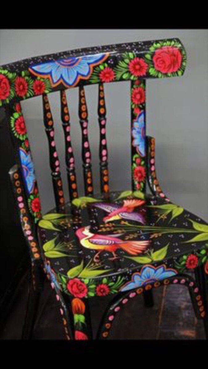 #Repurposed #Repainted #Reloved #Resitting Chairs for #ChairBombing in #DublinTown Watch this space for #BloomFringe #BF17<br>http://pic.twitter.com/mRx0zzpuz8