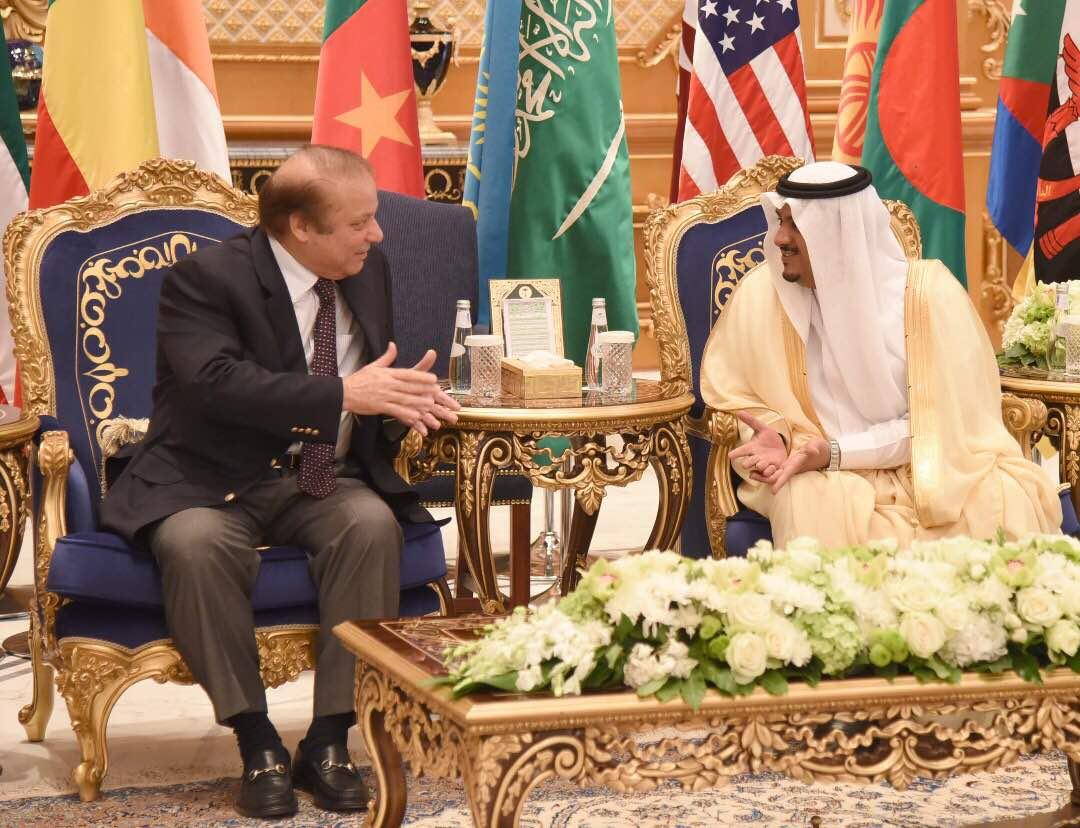 test Twitter Media - Prime Minister Muhammad Nawaz Sharif has reached Riyadh PM was warmly  recieved by Governor of Riyadh at King Salman airbase. https://t.co/KWcNa2h5UQ