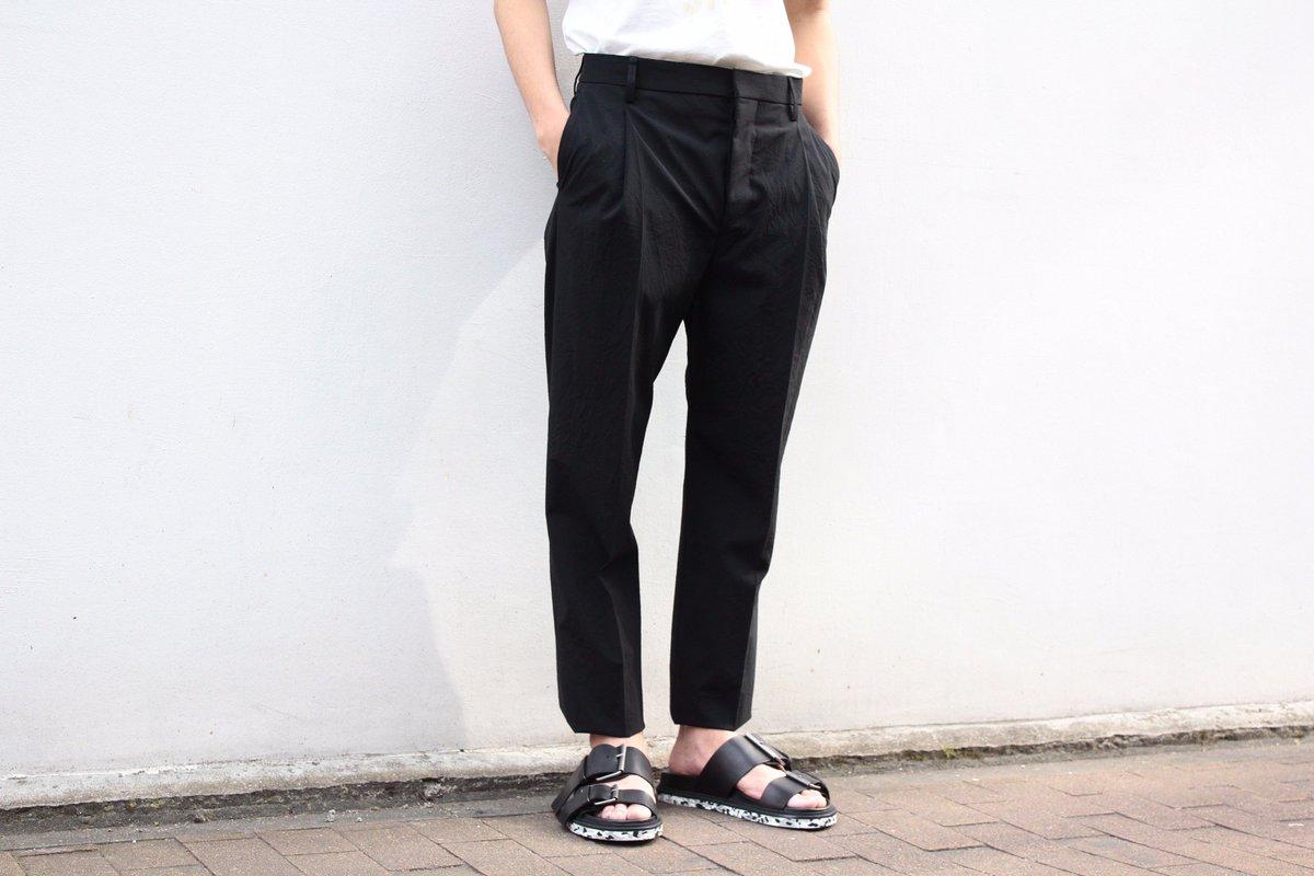 【LEMAIRE / One Pleated Pants】  http:// hues.co.jp/lemaire-one-pl eated-pants-2/ &nbsp; …  #lemaire <br>http://pic.twitter.com/5o2nJ5ALm0