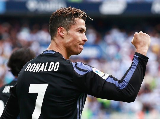 best player in the world! -:))) #CR7 #RealMadrid<br>http://pic.twitter.com/v9DFHwM1hQ