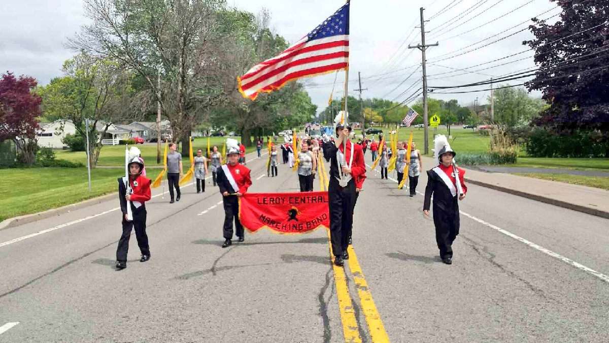 Marching Knights kicked off  their parade season today w/ a great performance in the Town of Henrietta Memorial Day Parade! #Congrats #LR <br>http://pic.twitter.com/LLXiwrjaad