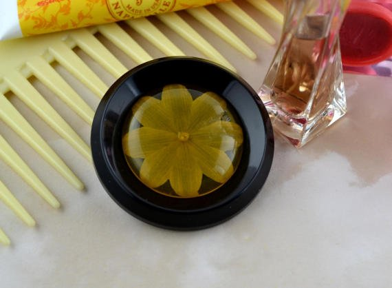 Pretty #upcycled #vintage flower button brooch  http:// etsy.me/2q4L3Py  &nbsp;   #Handmadehour #shopscotland #repurposed #recycled #lesswaste<br>http://pic.twitter.com/FelZnUaE1D