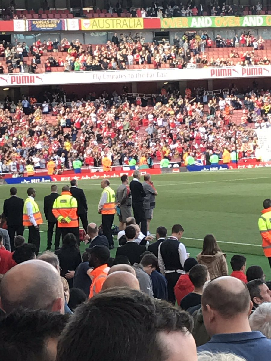 First time in 21 years Arsene doesn't walk Around at the end of the season? https://t.co/CZErjKDK2q