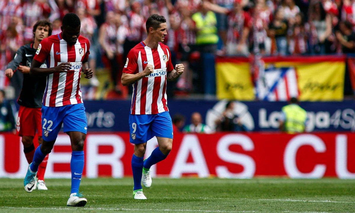 #Liga: l'#Atletico batte l'#Athletic, #Villarreal e #RealSociedad in #EuropaLeague. LIVE alle 21 #Real e #Barcellona  http://www. calciomercato.com/news/liga-live -85111  … pic.twitter.com/qGbp5ZWNT8