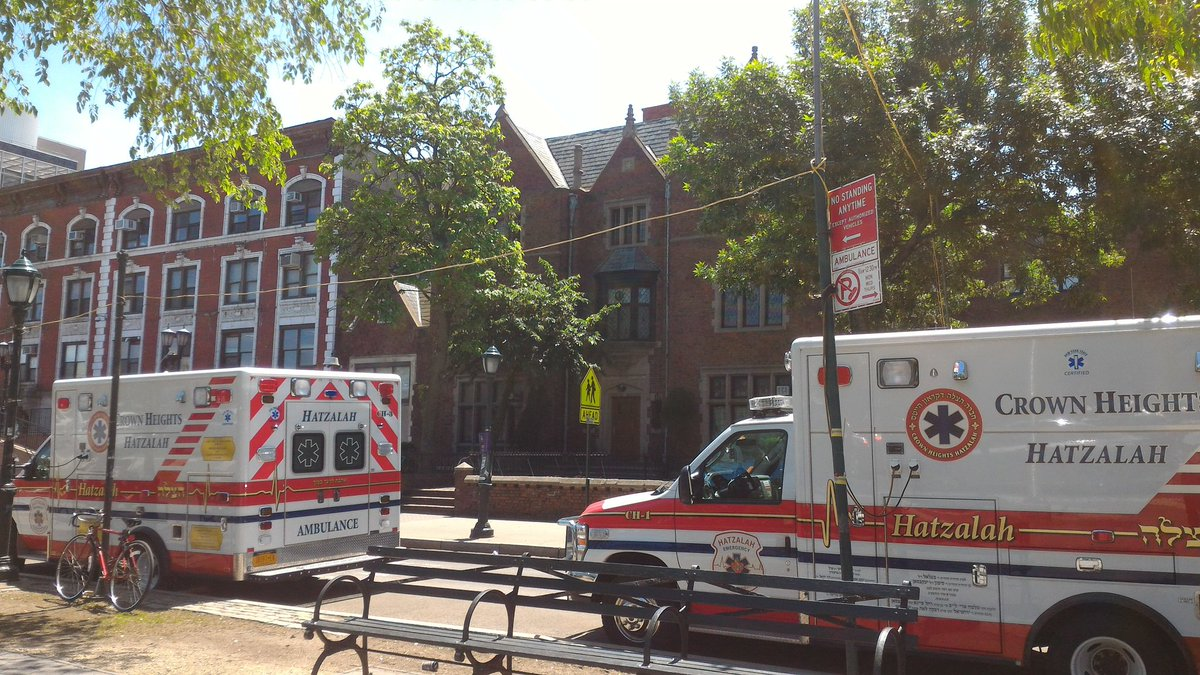In crown heights we have a volunteer ambulance service operating 24/7 with over 50 volunteers ready at any moment. https://t.co/WUintMfVJZ