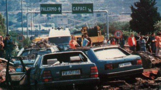 #PalermochiamaItalia, 70 mila studenti nel capoluogo in ricordo della #StragediCapaci https://t.co/DXQ0vG09CX