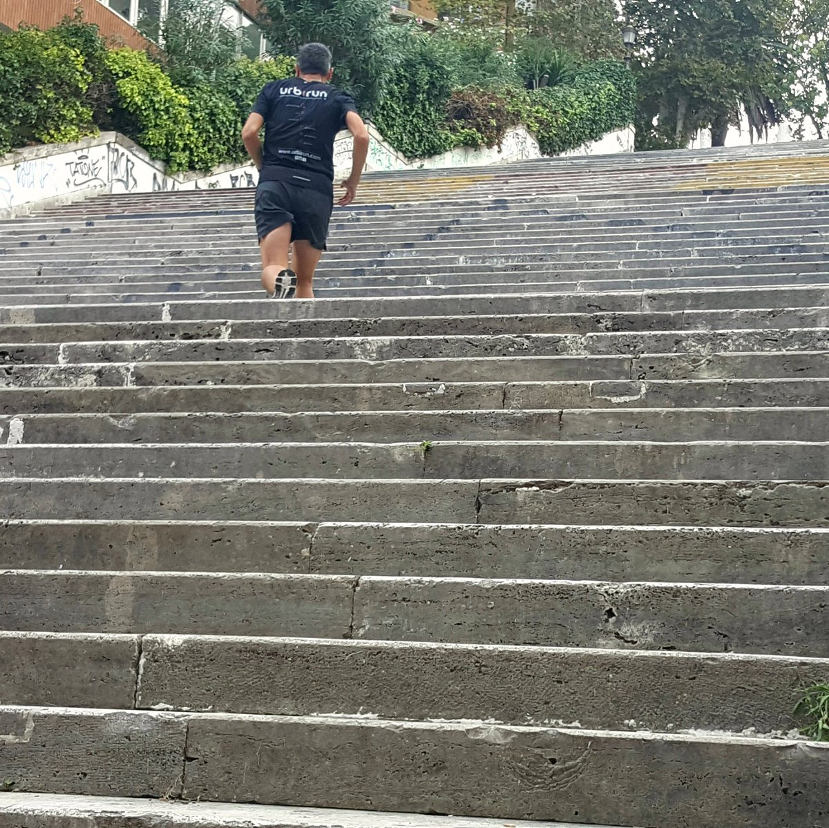 RT si tu n&#39;as pas peur des escaliers / RT if you don&#39;t fear stairs #running #courir #courseapied #laufen #run #nofear #neverstoprunning<br>http://pic.twitter.com/CTH9Ai5ihf