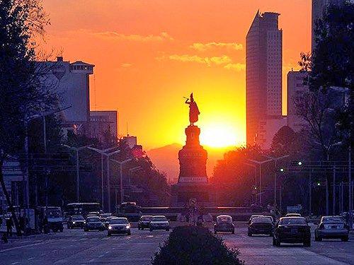 Mexico City&#39;s beautiful &quot;Fifth Avenue,&quot; Paseo de la #Reforma  #mexicocity  http:// bit.ly/1HZ9kxu  &nbsp;  <br>http://pic.twitter.com/MbsVlDDYxC