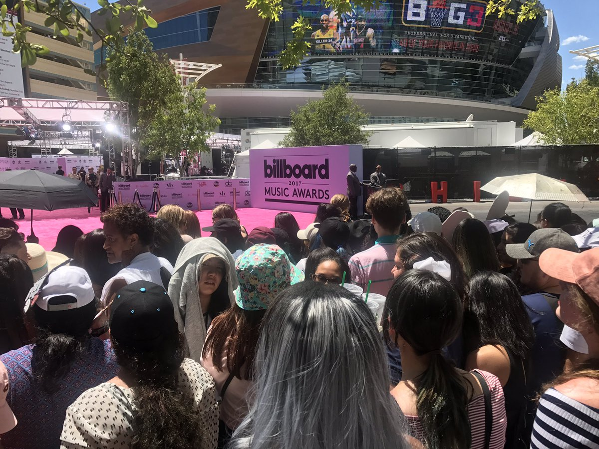 There are so many @BTS_twt fans here it's crazy. ❤️ https://t.co/Wx2LlYxuxS