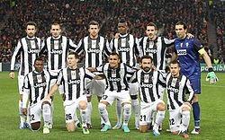 La #JuventusTurin de #Buffon et  championne d'Italie pour la sixième fois d'affilée pic.twitter.com/4QPY1RIh6g