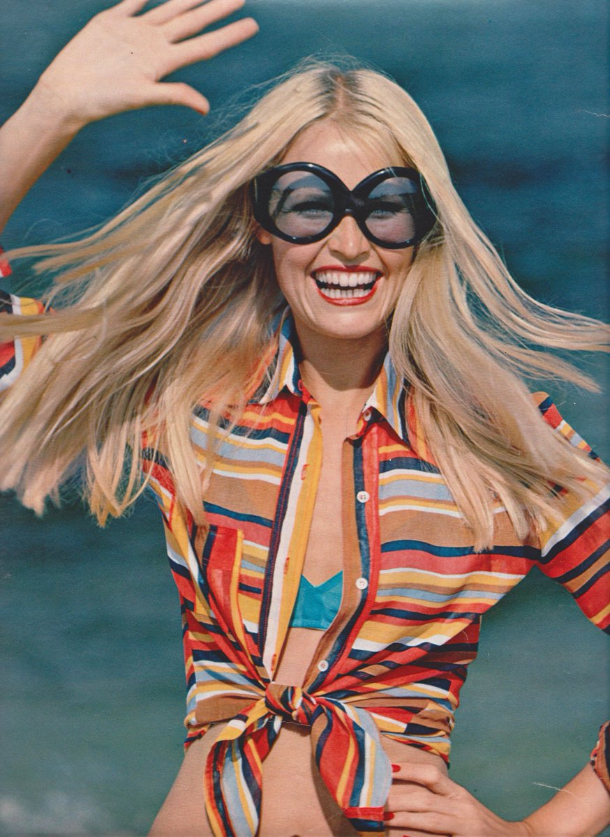 New #HelmutNewton editorial from #EleganceMagazine 1972 S/S https://www.featherstonevintage.com/blogs/archives/stripes-taking-top-honors-on-the-beach… #vintagefashion #fashionblogger #vintagestylepic.twitter.com/F0Cj96pN2E