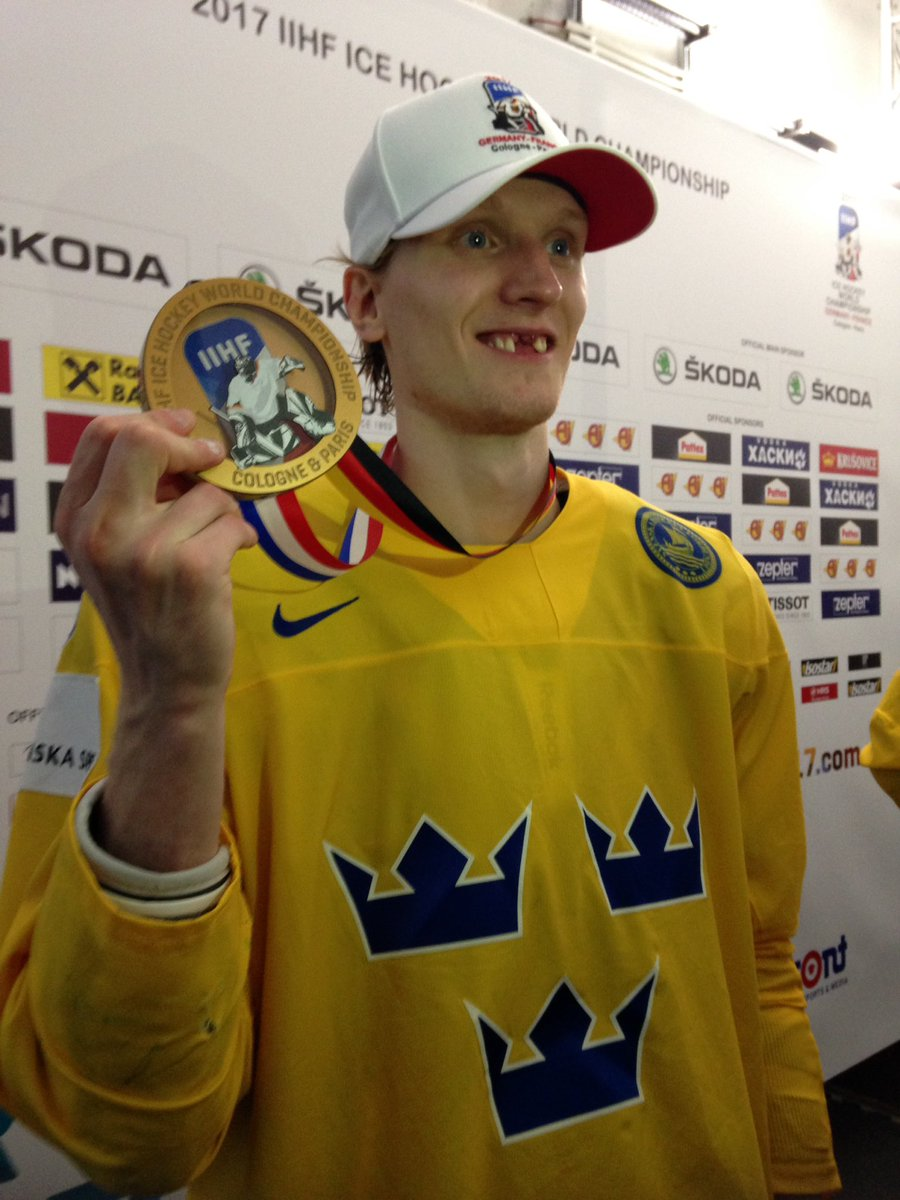 John Klingberg showing off his toothless grin and a brand new #IIHFWorlds #goldmedal with #Sweden https://t.co/40GtMctm1j
