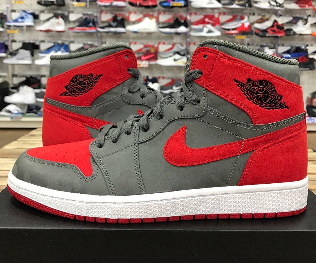 b687ddf7941ce Sneaker News on Twitter: