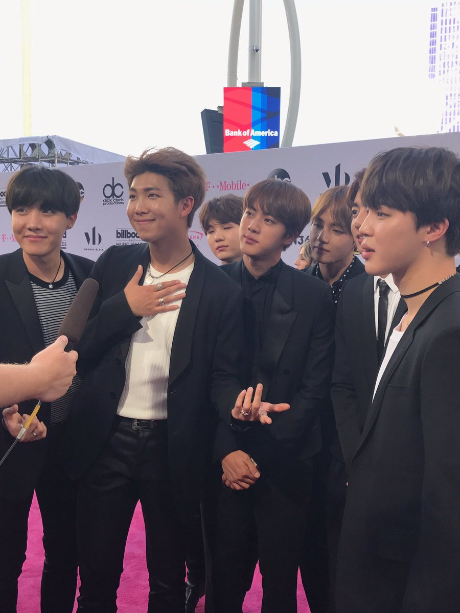 On the red carpet with @bts_bighit @BTS_twt  right now! @billboard #ValentineInTheMorning https://t.co/R7coaX3PSS