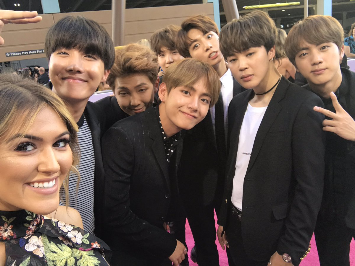 Our host @CassieDiLaura just interviewed @BTS_twt about their craziest fan encounter! Stay tuned! #BTSBBMAs #BBMAs https://t.co/ocQ4Ipmh6b